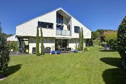 Exclusivité : Grande villa moderne avec superbe vue lac