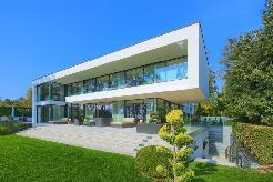 Superbe propriété pieds dans l´eau, proche de Lausanne