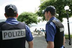 Zug: Jugendlicher versetzt Rentner-Ehepaar in Angst und Schrecken